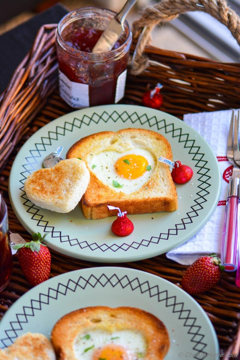 Sunny Side Up Egg Heart Toasts For Valentineu0027s Day Breakfast