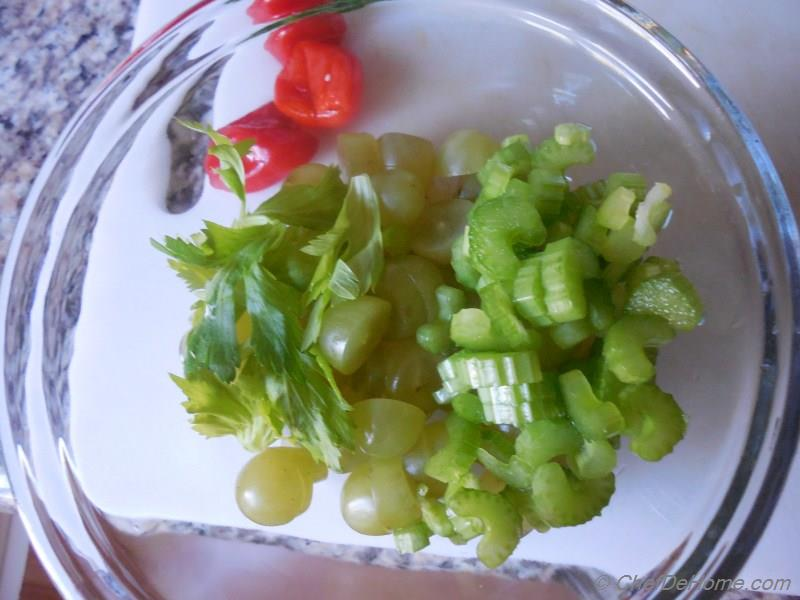 how to cut a pepper for a salad