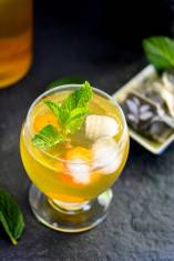 Sweet Green Tea and Kumquats Spritzer