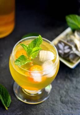 Sweet Green Tea and Kumquats Spritzer
