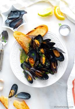 How to Cook Mussels   Mussels in White Wine Sauce