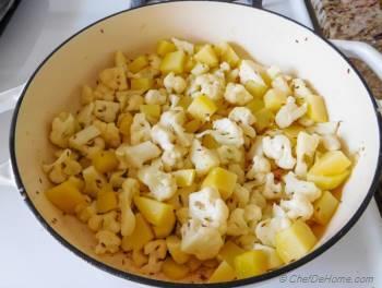 Step for Recipe - Aloo Gobi - Cauliflower Potato Curry