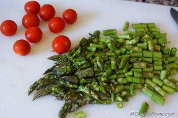 Step for Recipe - Asparagus with Garlic and Cherry Tomatoes