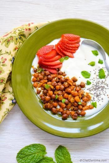 Step for Recipe - Masala Chickpeas and Yogurt Breakfast Bowl
