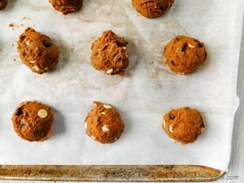 Step for Recipe - Soft Pumpkin Double Chocolate Chip Cookies