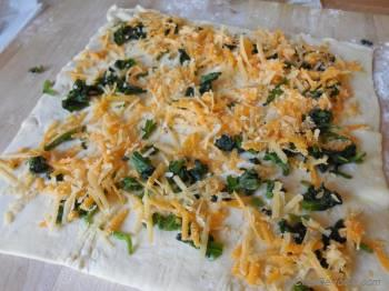 Step for Recipe - Spinach and Cheddar Cheese Pin Wheels