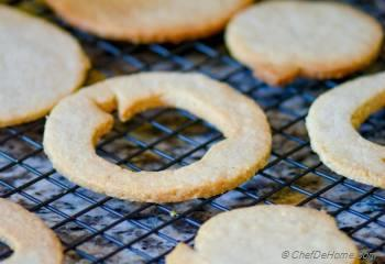 Step for Recipe - Hazelnut-Almond Big Apple Linzer Cookies