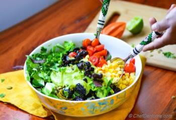 Step for Recipe - Mexican Black Bean and Berry Salad with Avocado Lime Dressing