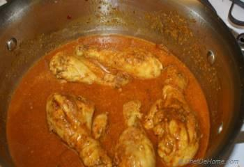 Step for Recipe - Chicken In Cardamom Coconut Sauce