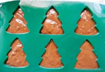 Step for Recipe - Christmas Chocolate Tree Cakes