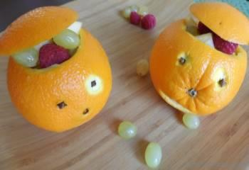 Step for Recipe - Jack-o-Lanterns Orange Fruit Cups