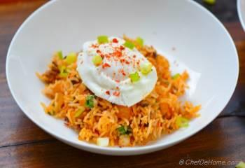 Step for Recipe - Spicy Kimchi Fried Rice with Poached Egg