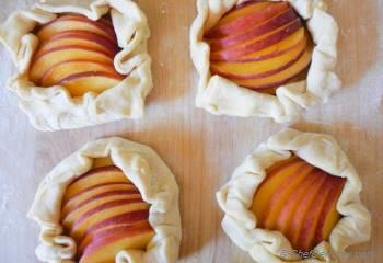 Step for Recipe - Peach and Almond Galette