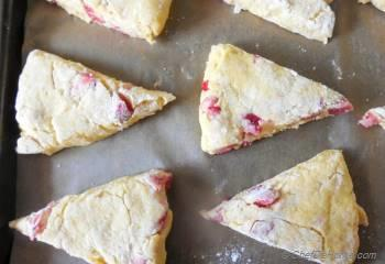Step for Recipe - Fresh Strawberry Cream Scones