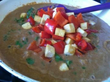 Thai Peanuts Saute Curry
