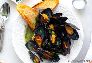 How to Cook Mussels | Mussels in White Wine Sauce