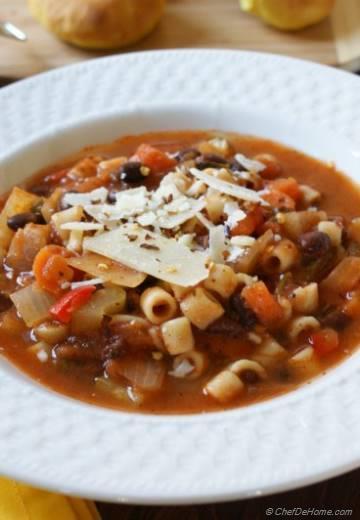 Crockpot Minestrone Soup with Pasta