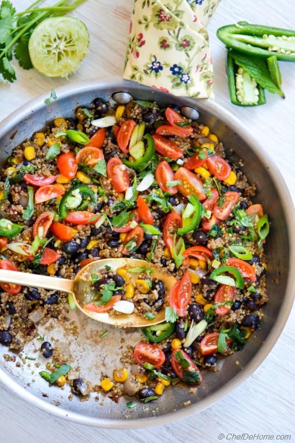 Southwest Skillet Quinoa and Beans - a healthy Zesty and Gluten Free Family Dinner | chefdehome.com