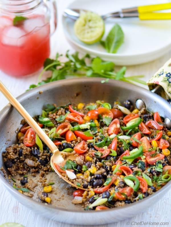 Spicy Quinoa and Beans Skillet for family-style Weekday Dinner | chefdehome.com