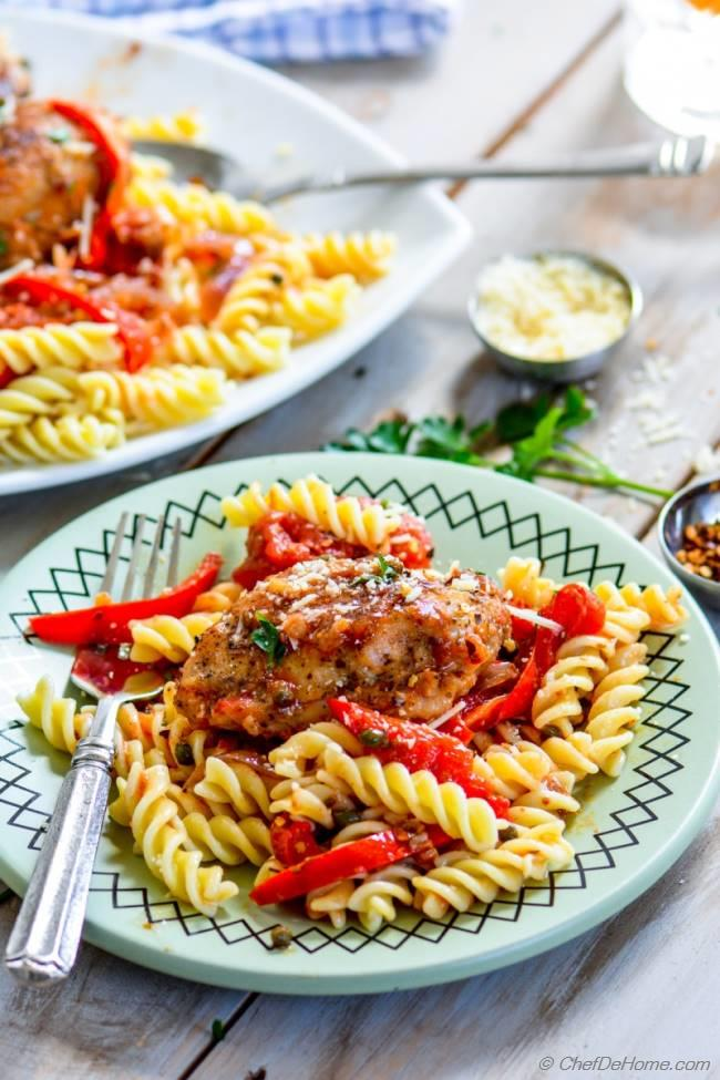 Easy Slow Cooker Chicken Cacciatore and Pasta | chefdehome.com
