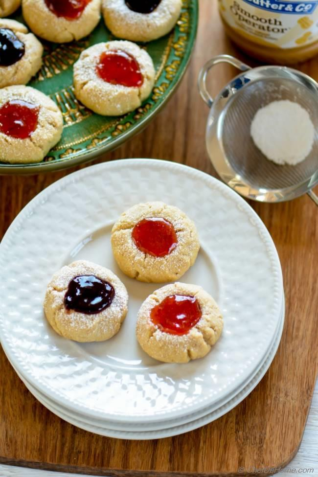Easy Peanut Butter Shortbread cookies topped with Strawberry Jam | chefdehome.com