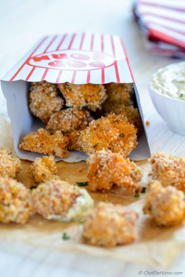Creamy Garlic Parmesan Dip with Baked Popcorn Chicken Game Day Favorite | chefdehome.com