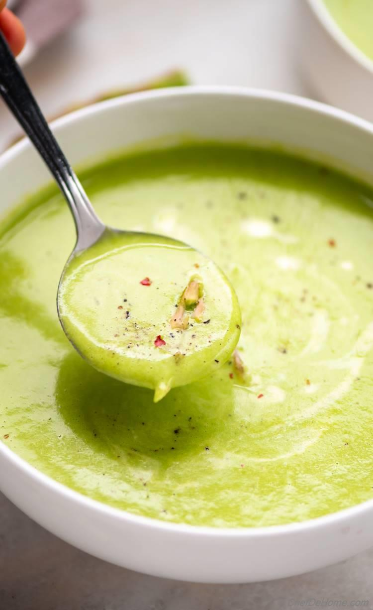 Creamy soup of asparagus with half and half