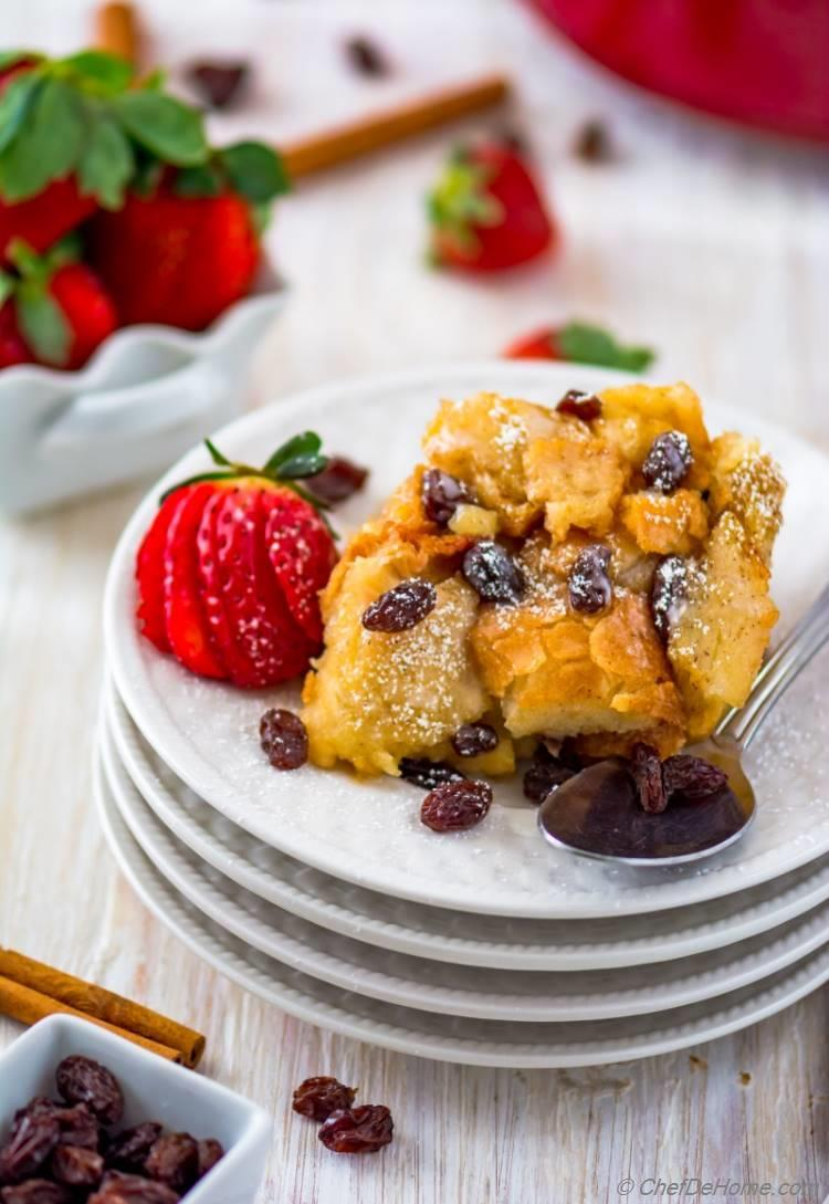 Moist and perfectly made bread pudding with strawberries cinnamon and raisins | chefdehome.com