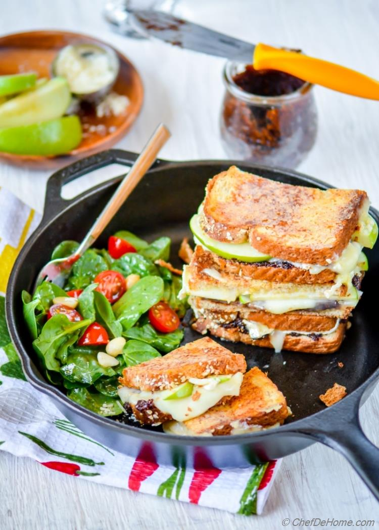 Best Gourmet Figs and Brie Grilled Cheese Sandwich with Parmesan Crusted Bread | chefdehome.com