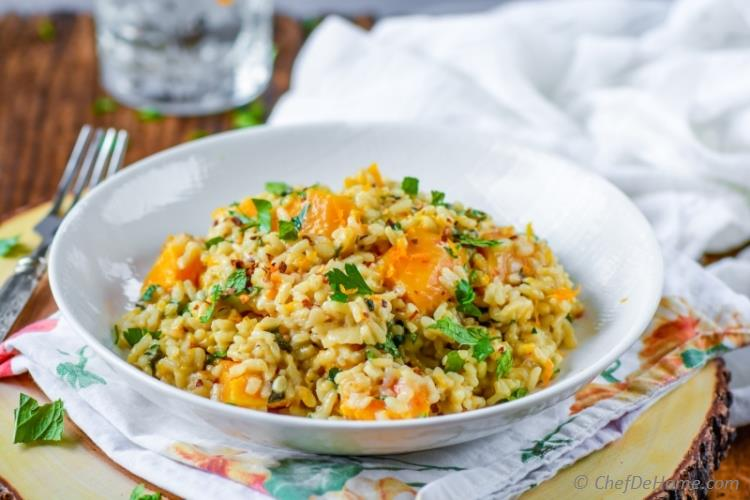 Meatless monday dinner of creamy nutty butternut squash risotto is perfect to welcome fall a healthy way | chefdehome.com