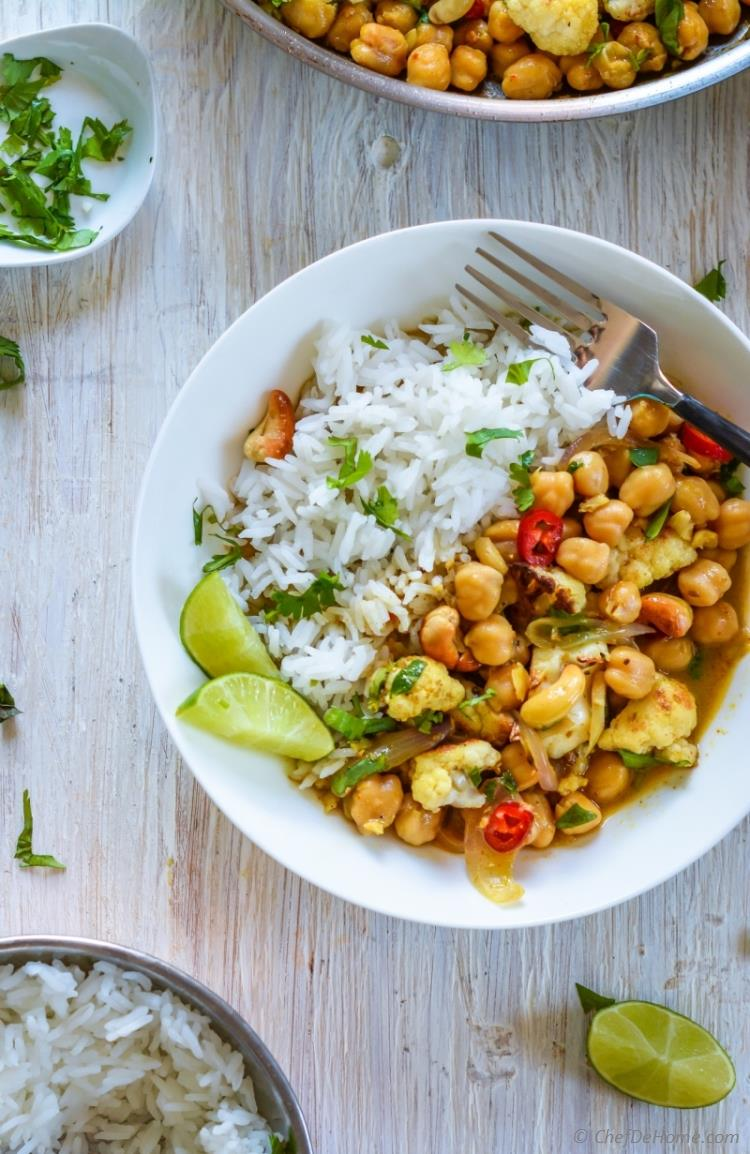 Chickpeas and Cauliflower Curry for meatless dinner indian-style | chefdehome.com