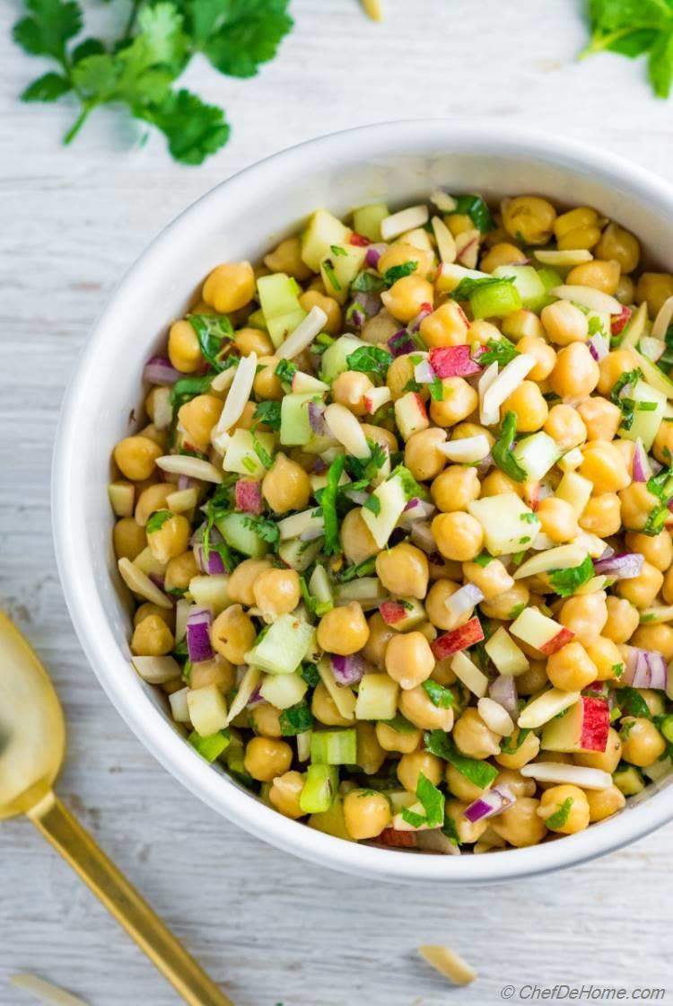 Gluten free and vegan healthy chickpea salad for a hearty lunch or dinner side | chefdehome.com