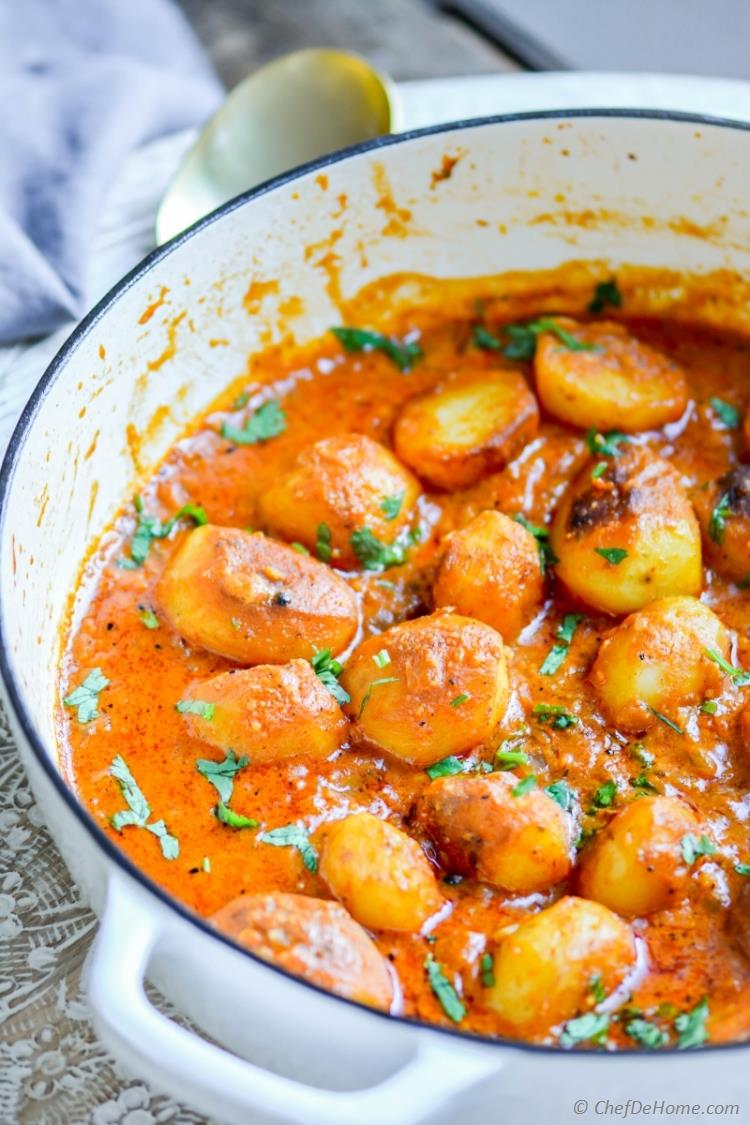 Kashmiri Dum Aloo in lite and healthy yogurt based curry sauce | chefdehome.com