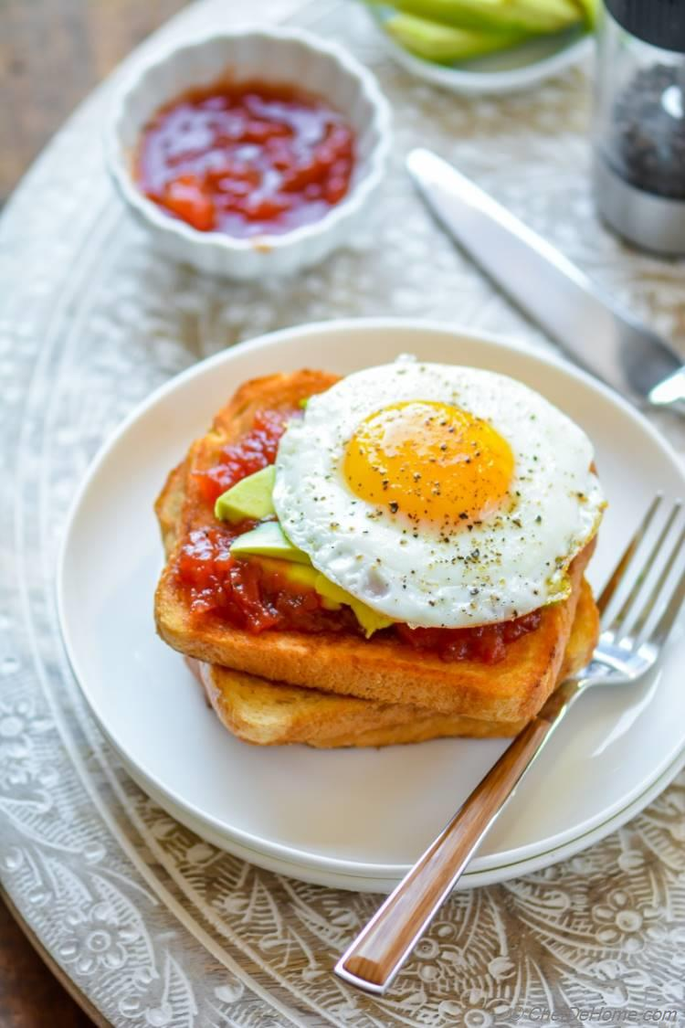 A hearty and simple Eggs and Avocado Toast for delicious Breakfast | chefdehome.com