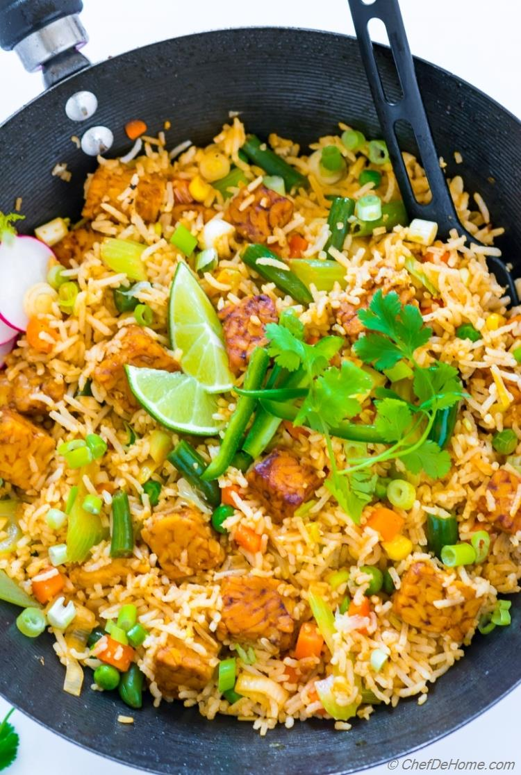 Easy vegan fried rice with tempeh