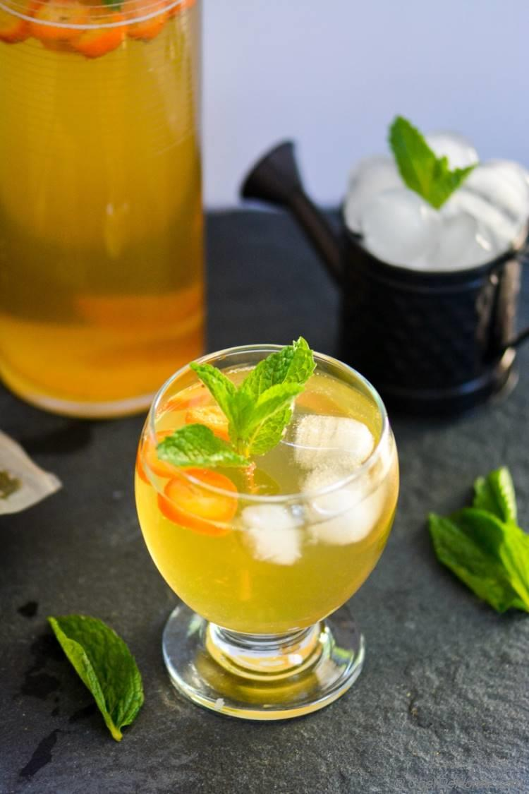 Sweet Green Tea and Kumquat Spritzer | chefdehome.com
