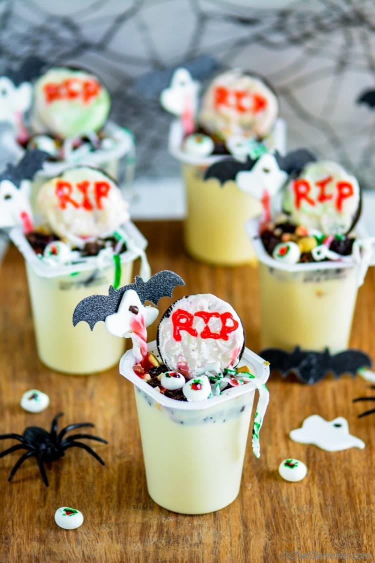 Halloween Graveyard Snack Pack Pudding Cups | chefdehome.com