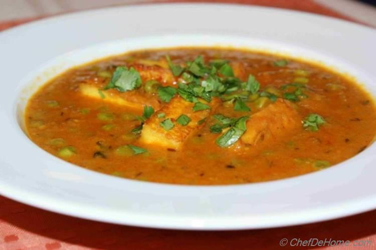 Matar Paneer - An easy Indian Curry for Indian Dinner at home | chefdehome.com