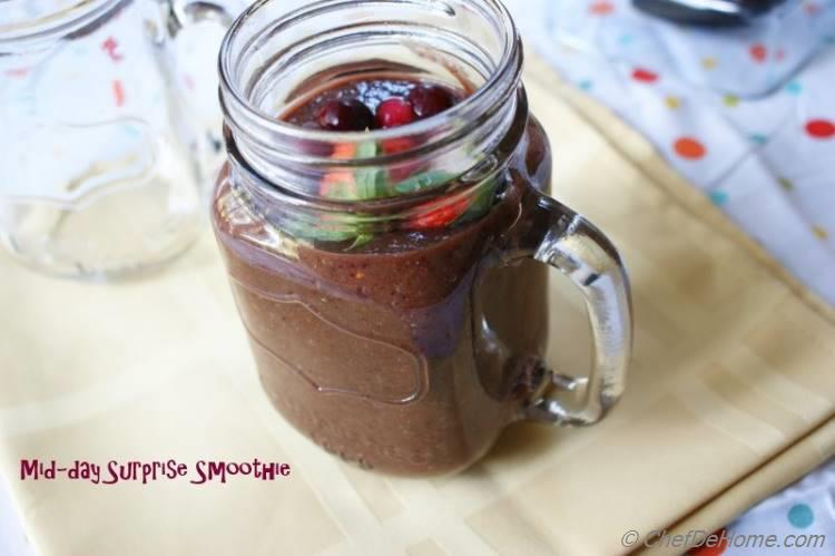 Midday Smoothie with Spinach Strawberry and Blood Orange
