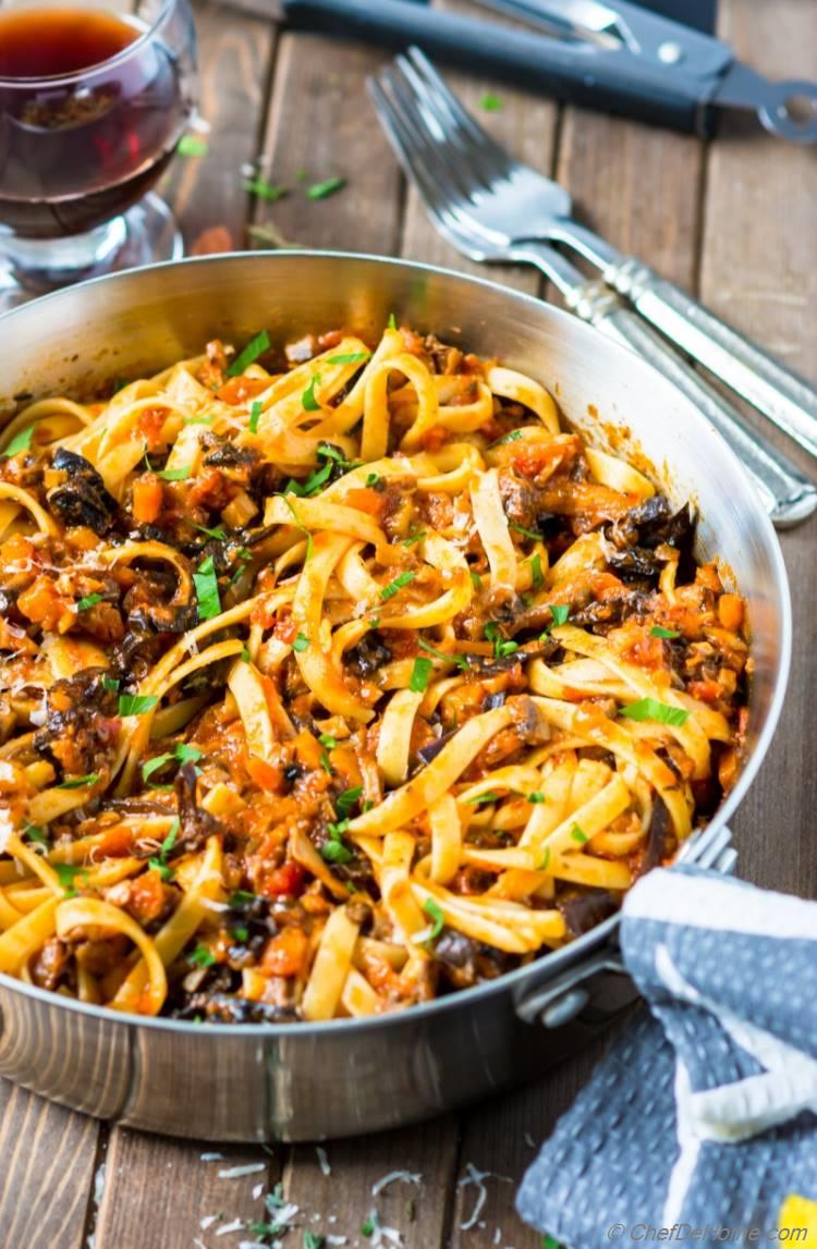 Mushroom Pasta Bolognese dinner for meatless monday | chefdehome.com