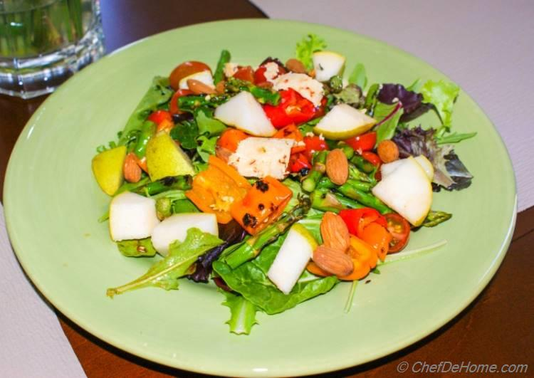 Pear Salad with Grilled Sweet Peppers and Asparagus | chefdehome.com