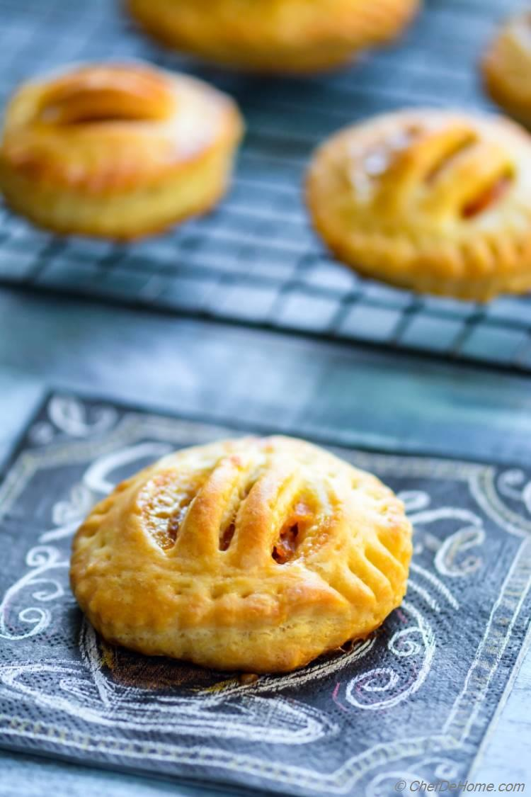 Wonder what to do with leftover sweet potatoes. How about sweet potato hand pies | chefdehome.com