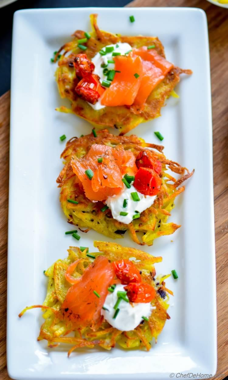 Mini Potatoes Latkes topped with smoked salmon and sweet roasted cherry tomatoes | chefdehome.com