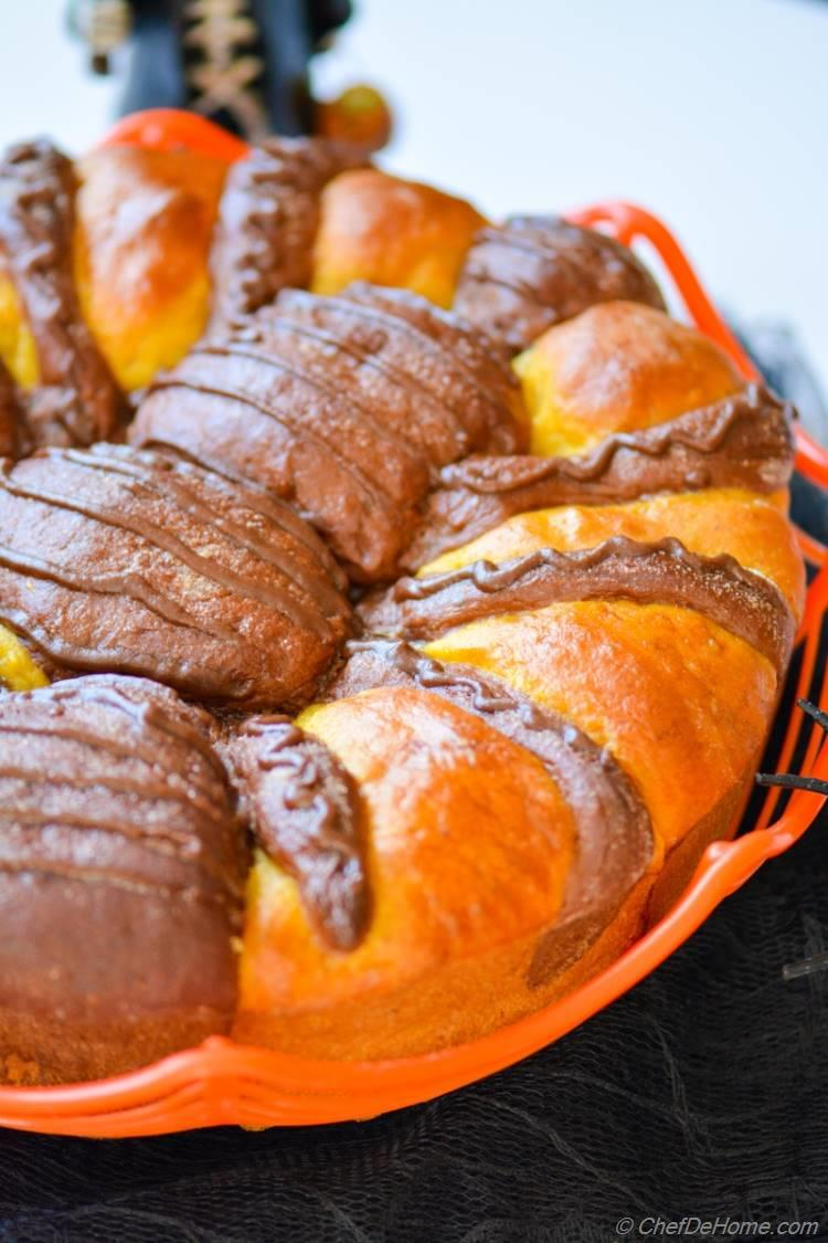 DIY Pumpkin and chocolate pull brioche in form of a Spder for Halloween. Enjoy.