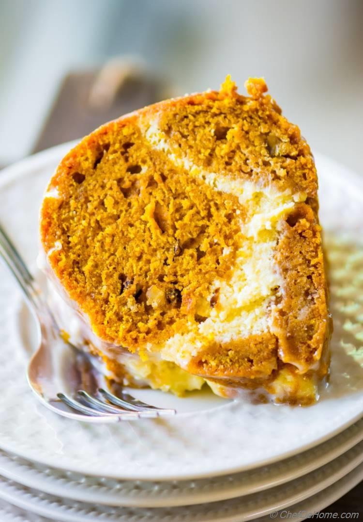 Slice of Pumpkin Cake with delicious Cheesecake Swirl | chefdehome.com