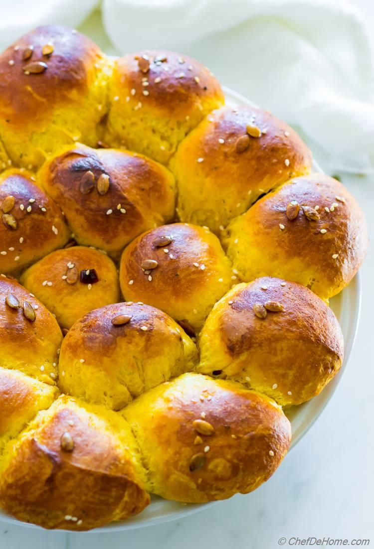 Recipe for Pumpkin and Ginger Dinner Rolls