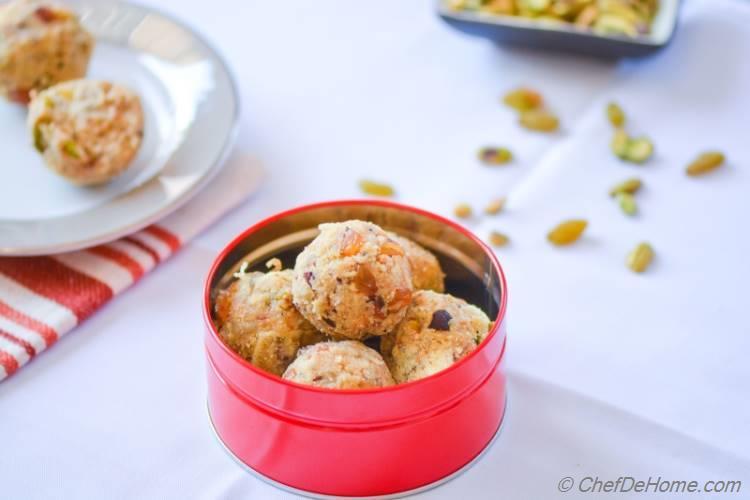 Indian Sweet Rava (Semolina) Ladoo