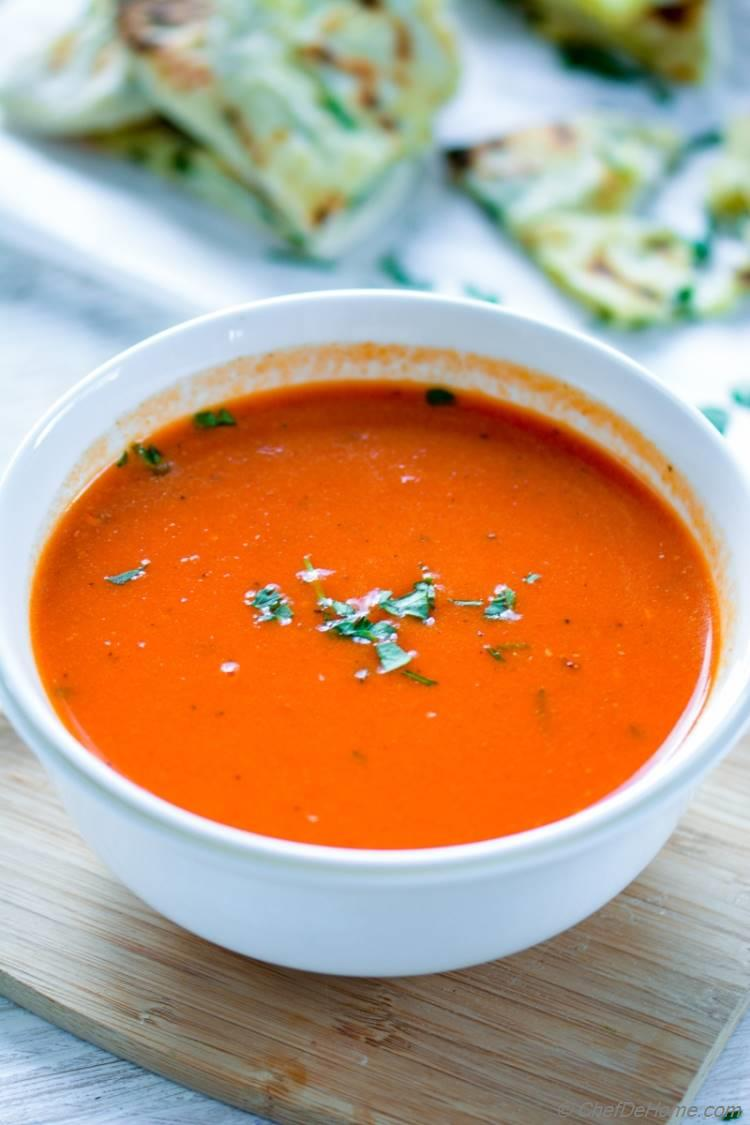 Lite and Healthy Roasted Red Pepper Soup | chefdehome.com