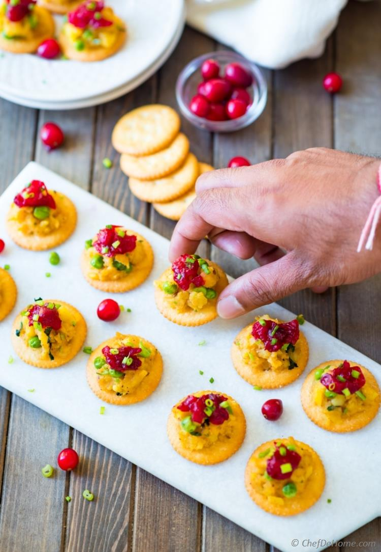 RITZ Crackers Samosa Bites with potato filling and cranberry chutney | chefdehome.com