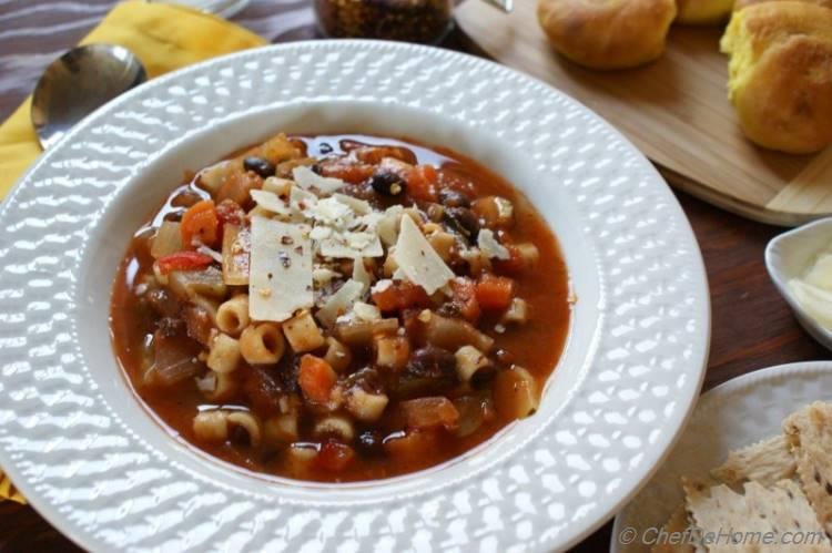 Crockpot Minestrone Soup with Pasta